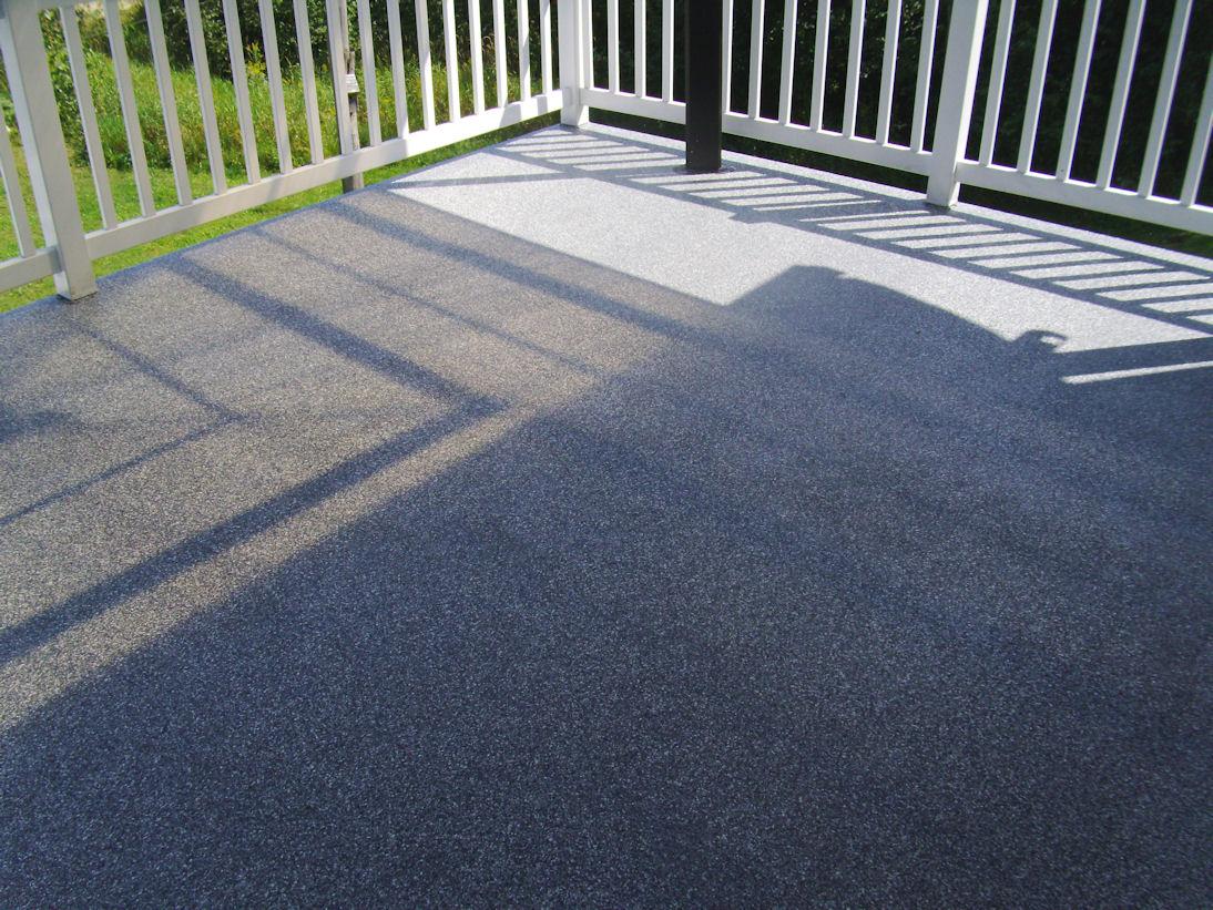 Comment rajeunir votre terrasse ciment turgeon pour for Enlever fibre de verre